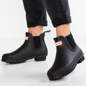 Hunter Chelsea rain boots black short 6